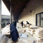 Interfoliazione di libri alluvionati nel chiostro della BNCF