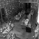 Libri alluvionati nella sala periodici della BNCF