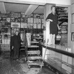 Danni nei negozi e nelle botteghe. Firenze 1966