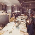 Interfoliazione di libri alluvionati nella sala cataloghi della BNCF