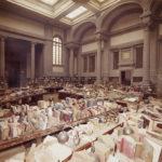 Movimentazione di libri alluvionati nella sala di lettura della BNCF