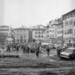 Piazza Santa Croce. Alluvione Firenze 1966