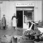 Danni alle botteghe. Alluvione Firenze 1966
