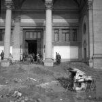 Fango davanti alla Biblioteca Nazionale Centrale. Firenze 1966