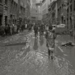 Strade e piazze. Alluvione Firenze 1966