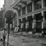Danni nelle strade. Alluvione Firenze 1966
