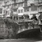Danni al Ponte Vecchio. Alluvione Firenze 1966