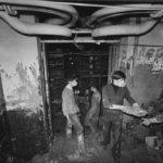 Movimentazione di libri alluvionati nei magazzini della BNCF